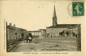 Damvix, l'arrivée par la route d'Arçais. Marais poitevin