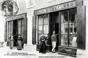 Arçais - Vue de magasins de l'Union de Familles. Marais poitevin